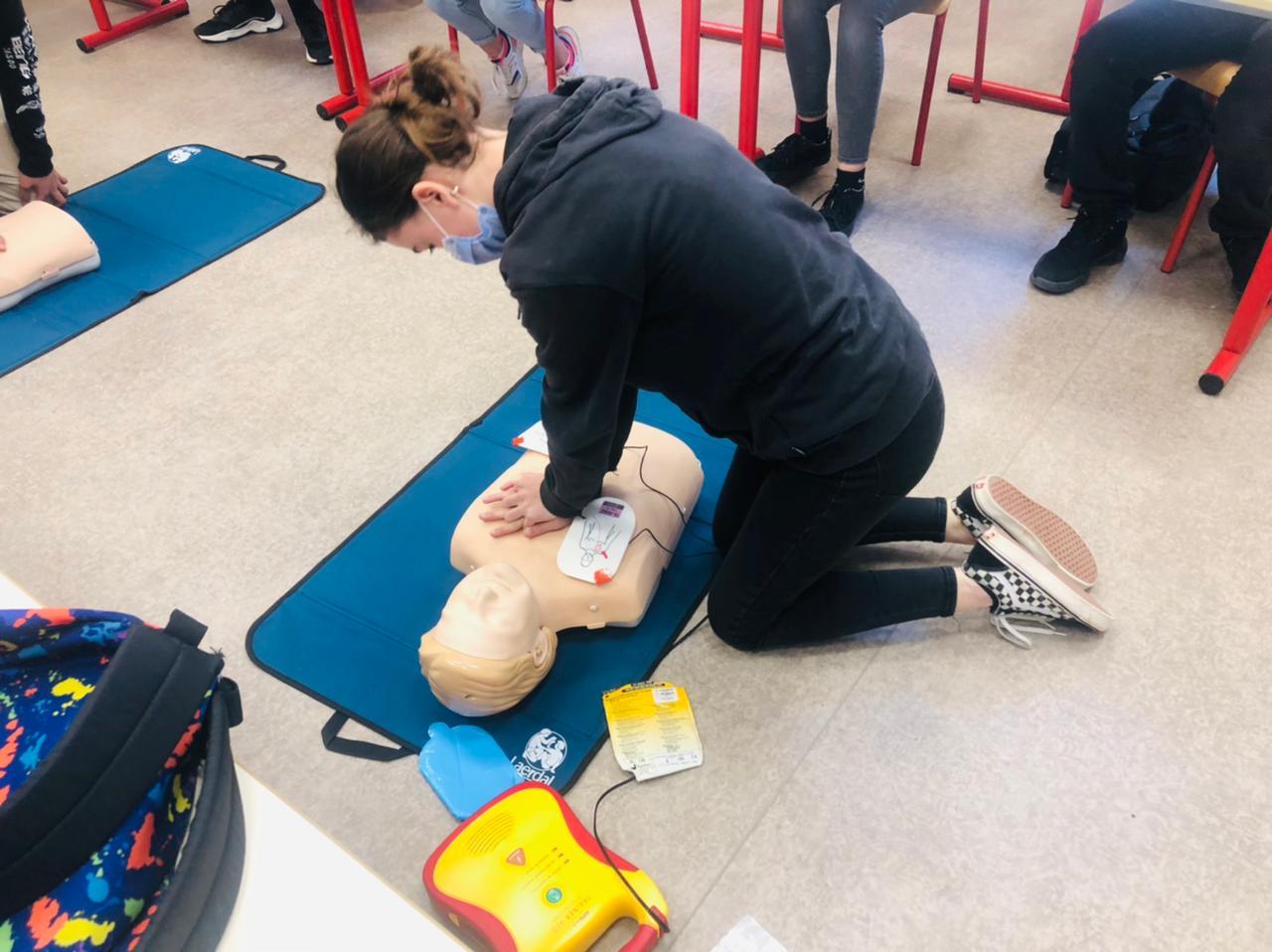 CAPE Tanger offre la formation aux premiers secours aux élèves de troisième de Regnault